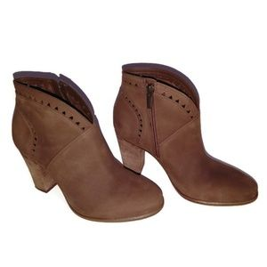 Vince Camuto Fritan Leather Booties Size 6.5